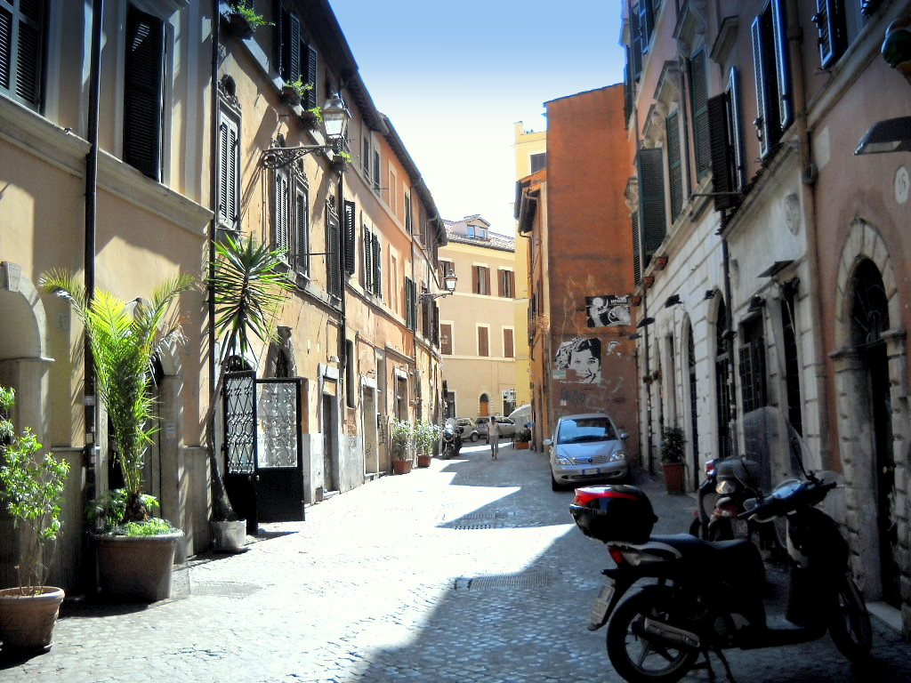 Rue paisible du quartier du Trastevere à Rome - Photo de Gobbler