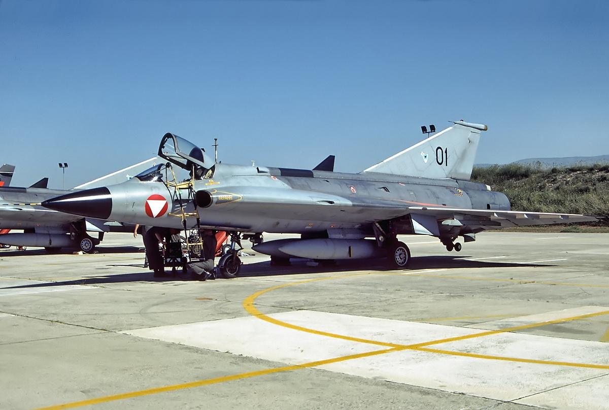 Saab_J-35OE_Mk.II_Draken%2C_Austria_-_Ai