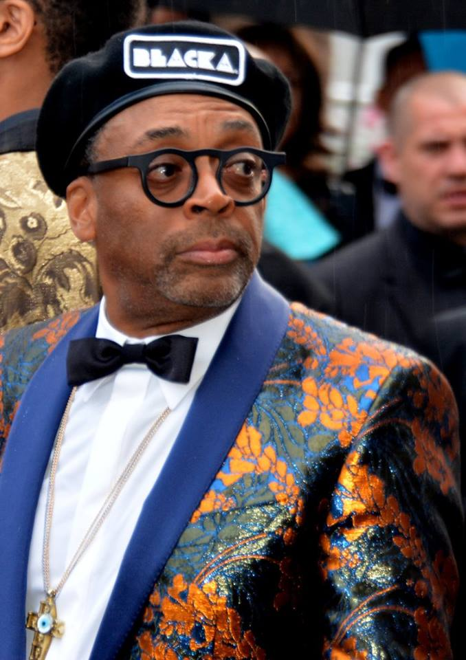 https://upload.wikimedia.org/wikipedia/commons/e/e4/Spike_Lee_Cannes_2018.jpg