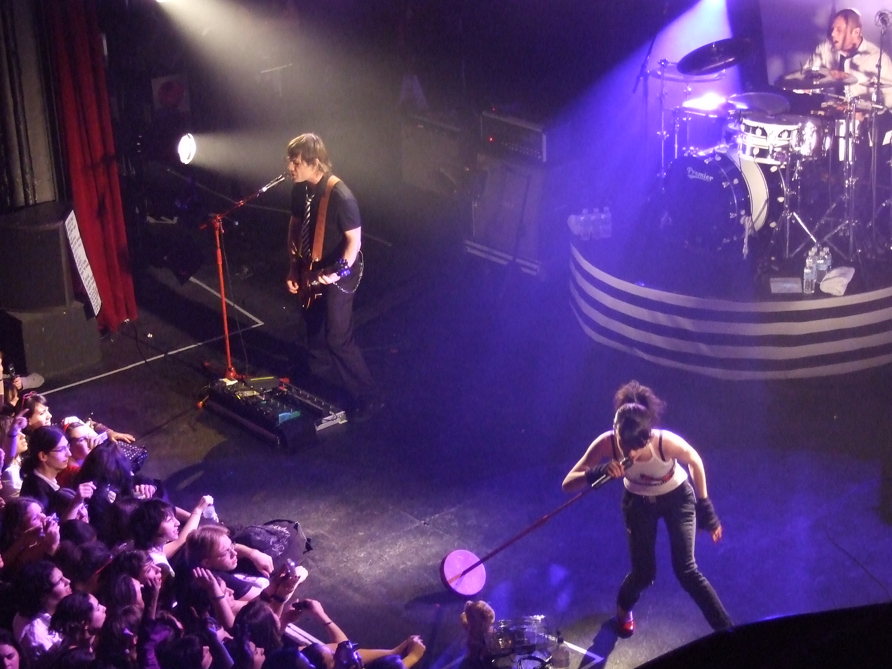 http://upload.wikimedia.org/wikipedia/commons/e/e4/Superbus_wow_la_cigale.jpg