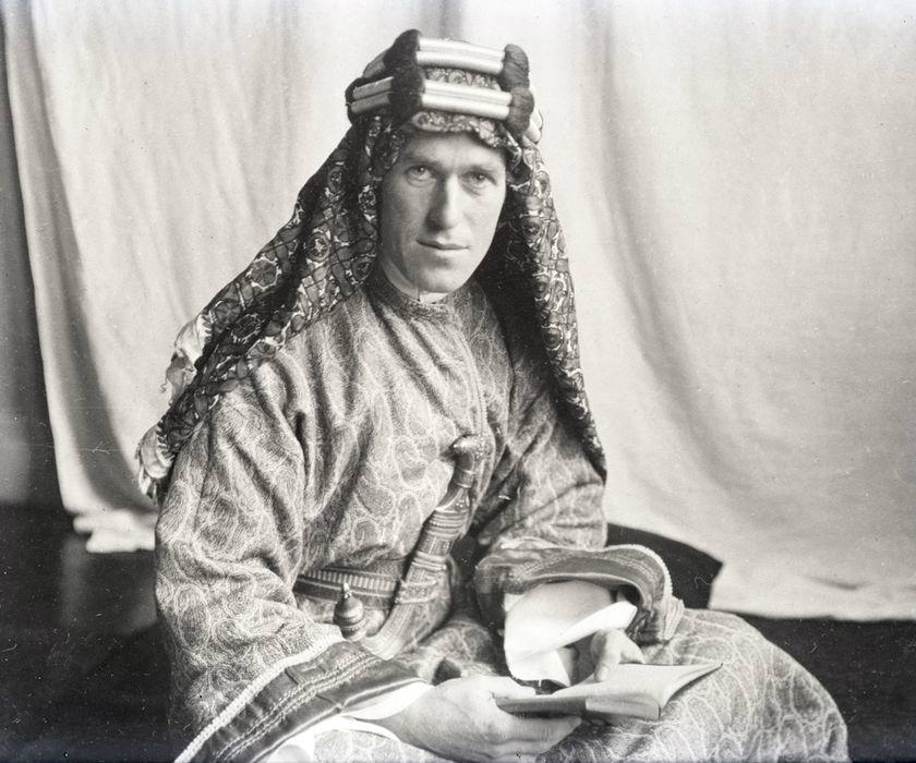 File:T.E. Lawrence With Lawrence in Arabia.jpg - Wikimedia ...