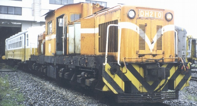 https://upload.wikimedia.org/wikipedia/commons/e/e4/TRA_DH210_in_Hualien_Depot_20010717.jpg
