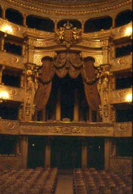Ficheiro:TeatroSCarlos-IPPAR1.jpg