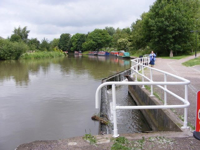 Trent and Mersey Weir - geograph.org.uk - 1373203