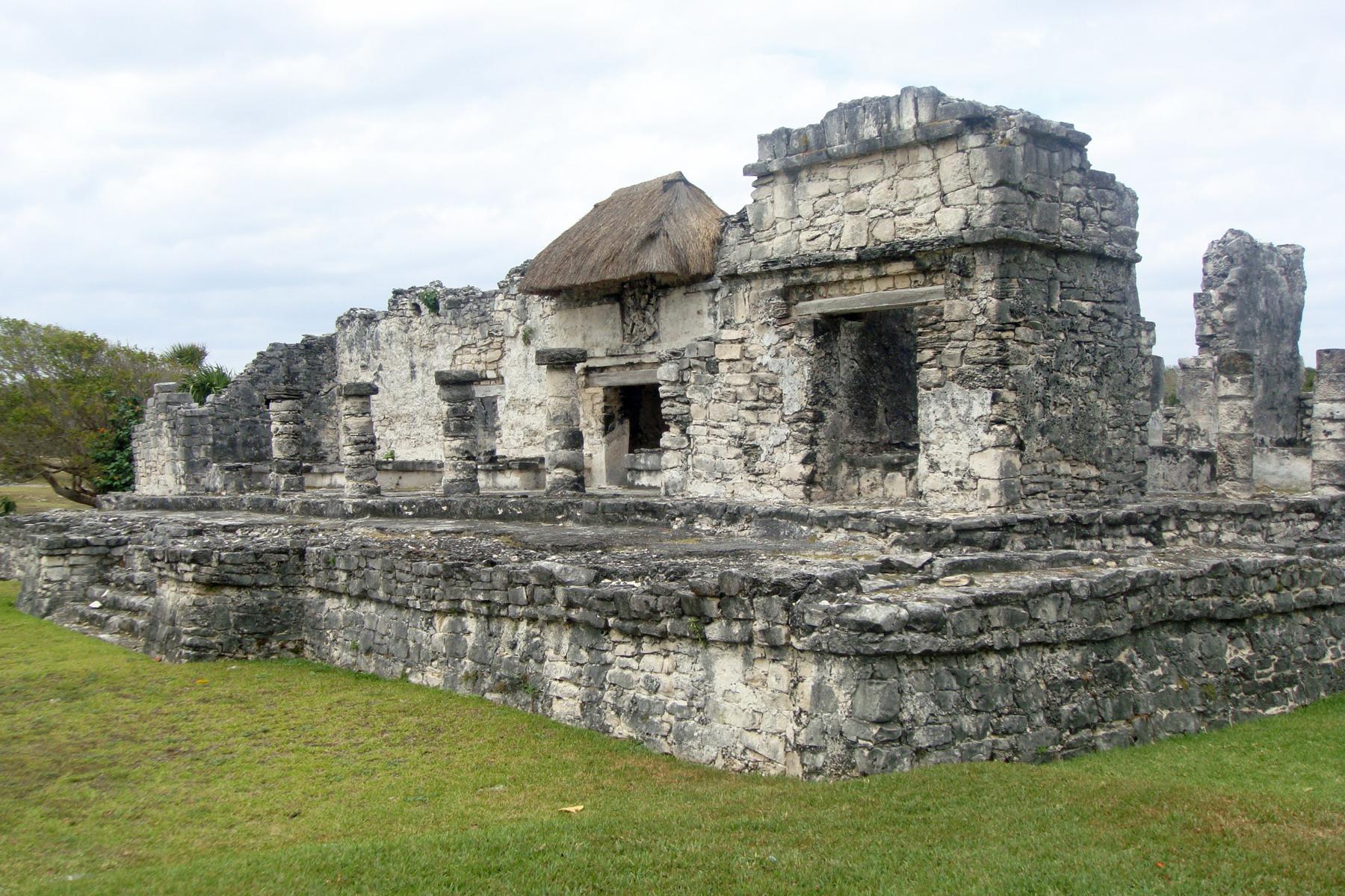 Drevna arhitektura Tulum_03_2011_Templo_del_Dios_Descendente_1567