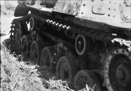 ファイル:Type 97 Chi-Ha armored recovery variant right track.JPG