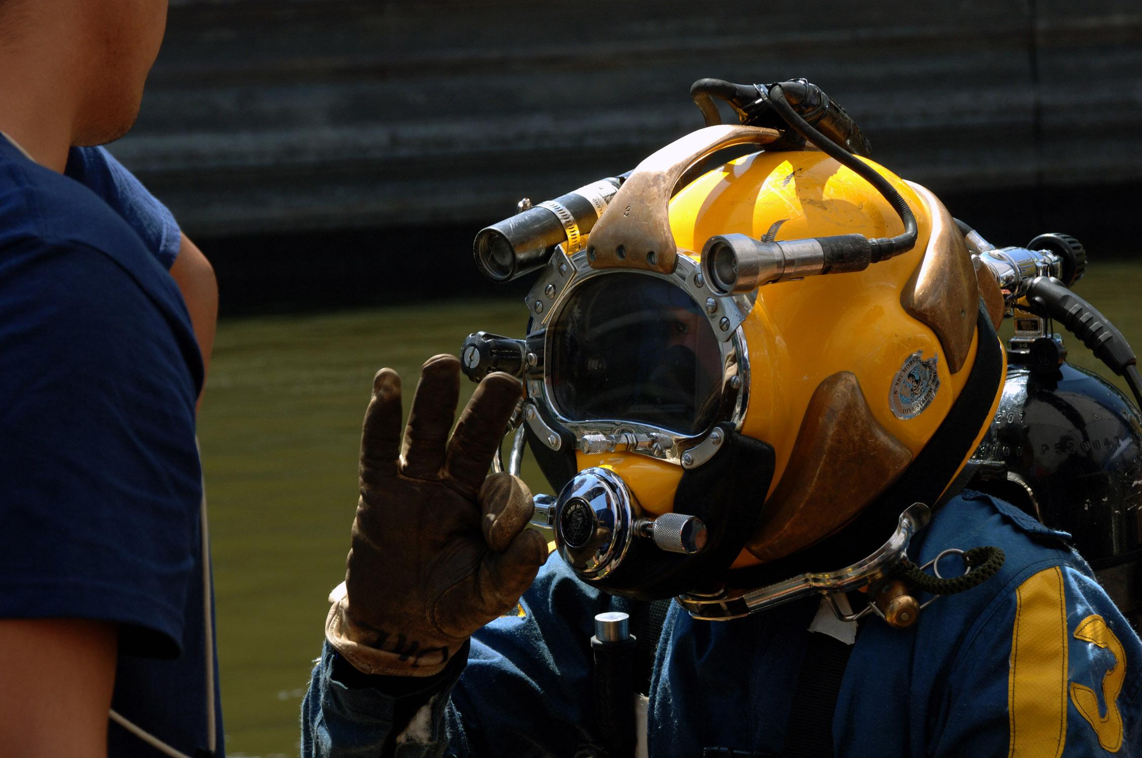 File Us Navy 070811 N 3093m 021 Chief Navy Diver Scott