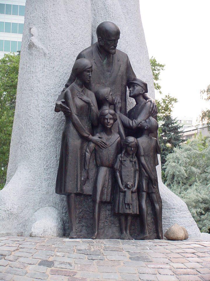 אנדרטה לזכר קורצ'אק בורשה