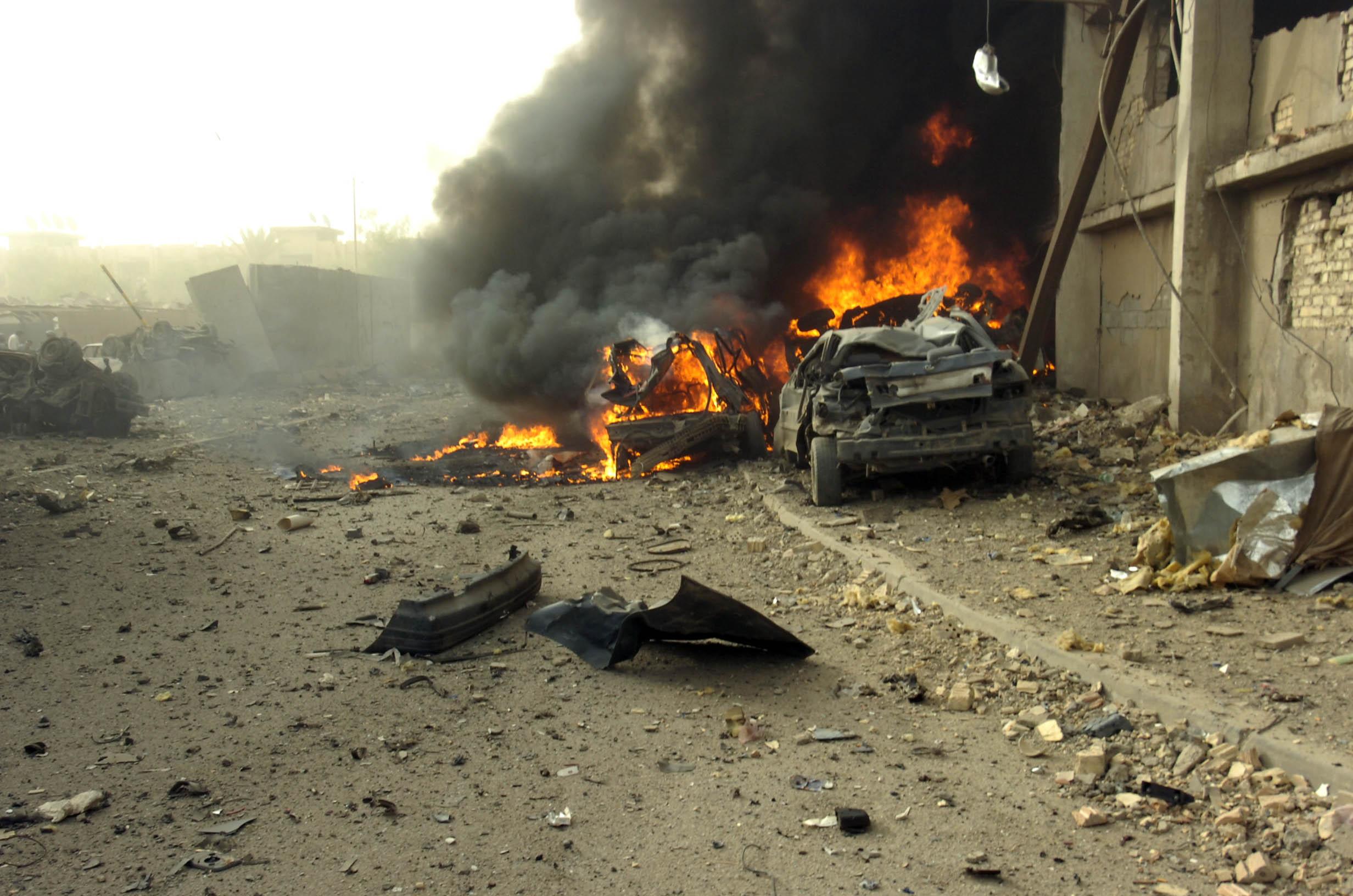 [1/35°] Guerre Occident-Iran, combat de rues quelque part en Iran - Page 2 WaziriyaAutobombeIrak