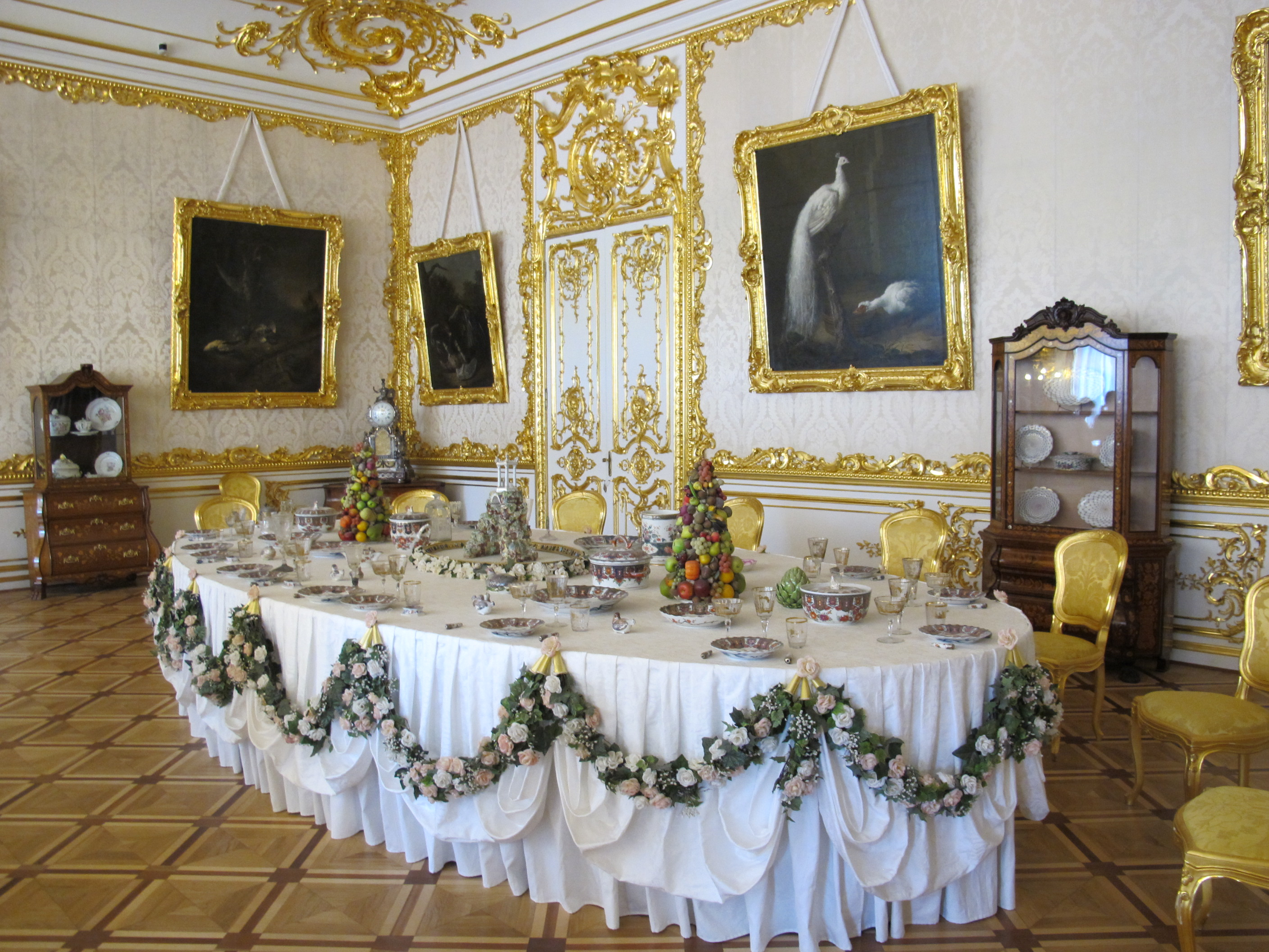 file:white front dining room of catherine palace 02