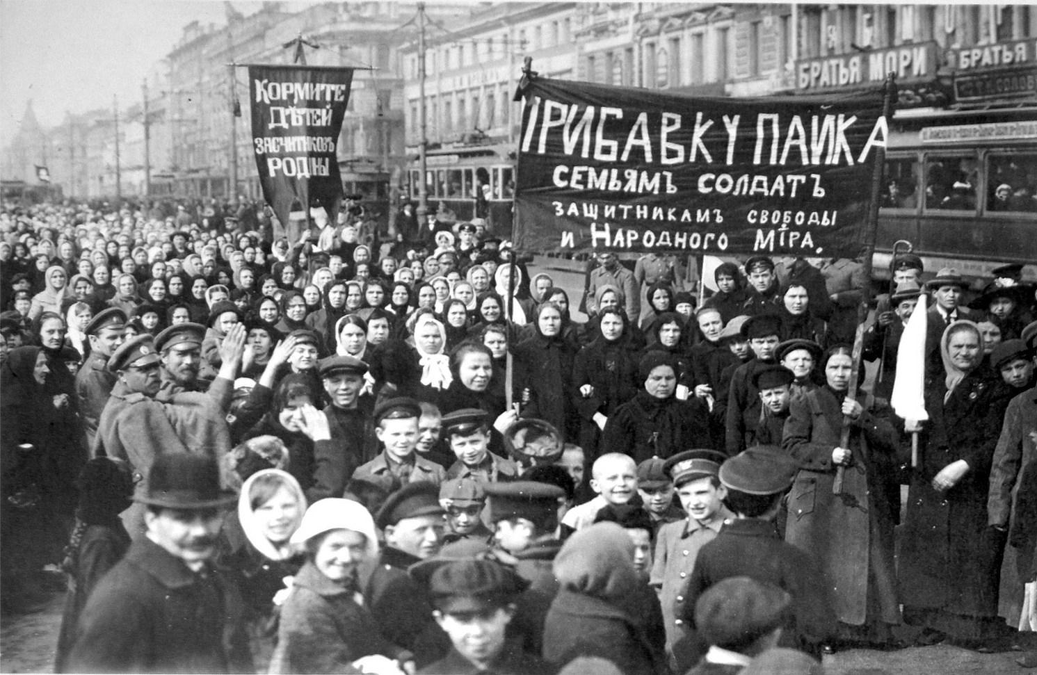 Massendemonstrationen in Petrograd lösten die Februarrevolution aus