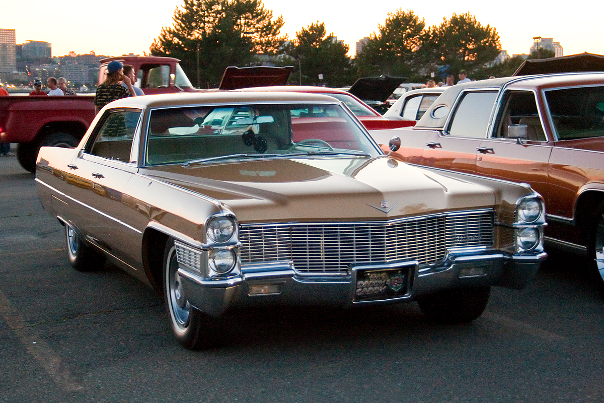 File:1965 Cadillac.jpg - Wikimedia Commons