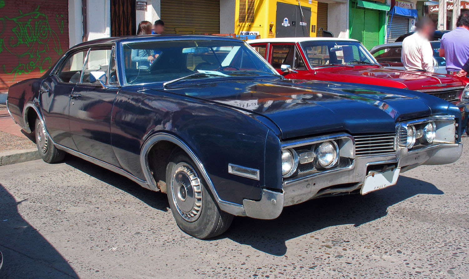 File:1967 Oldsmobile Delta 88 4 Door HT Sedan