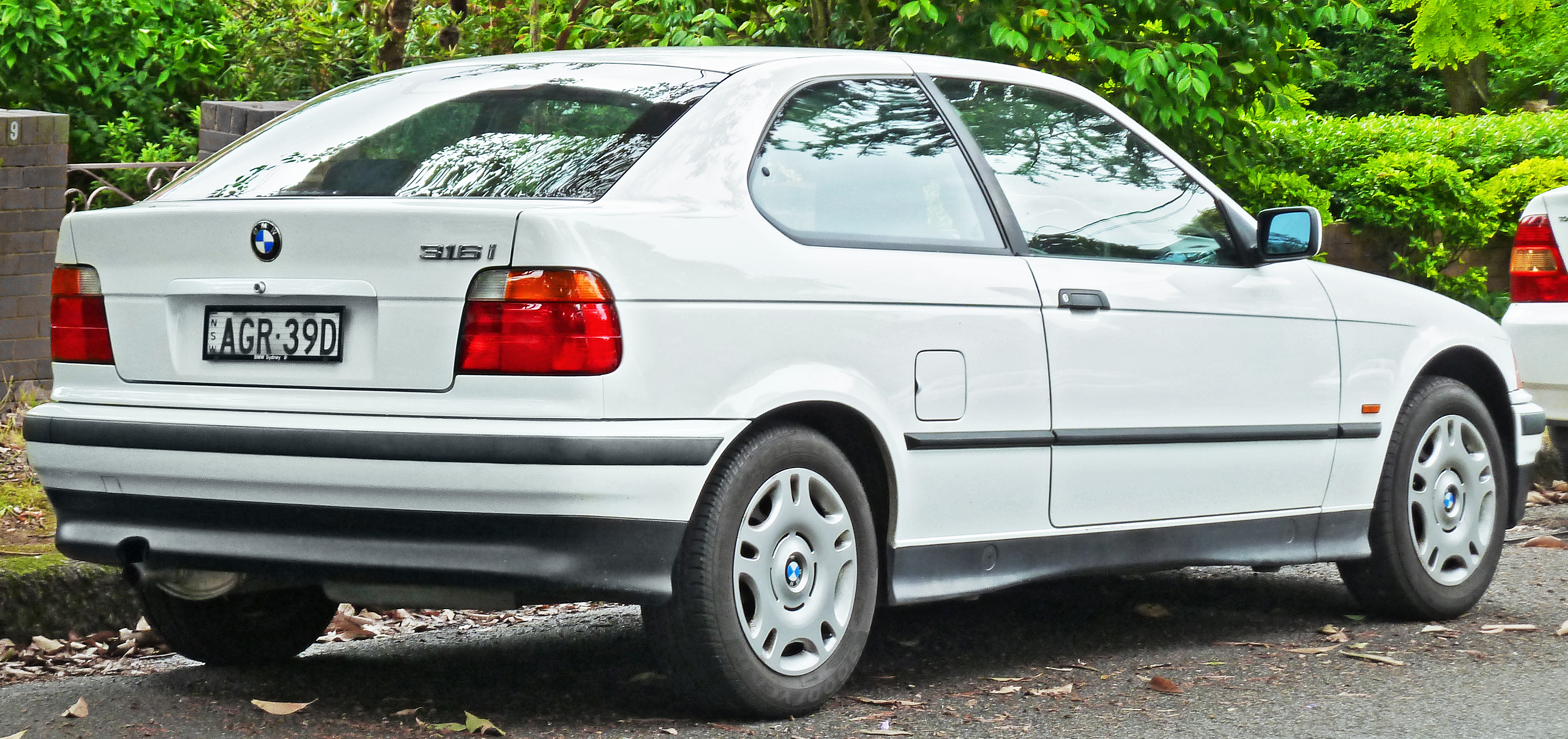 file 1998 bmw 316i e36 hatchback 2011 11 18 wikimedia commons. Black Bedroom Furniture Sets. Home Design Ideas