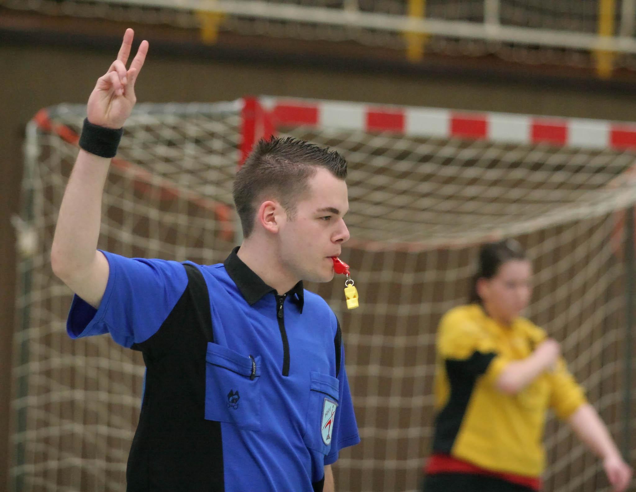 File:2-minutes-suspension-handball.jpg - Wikimedia Commons