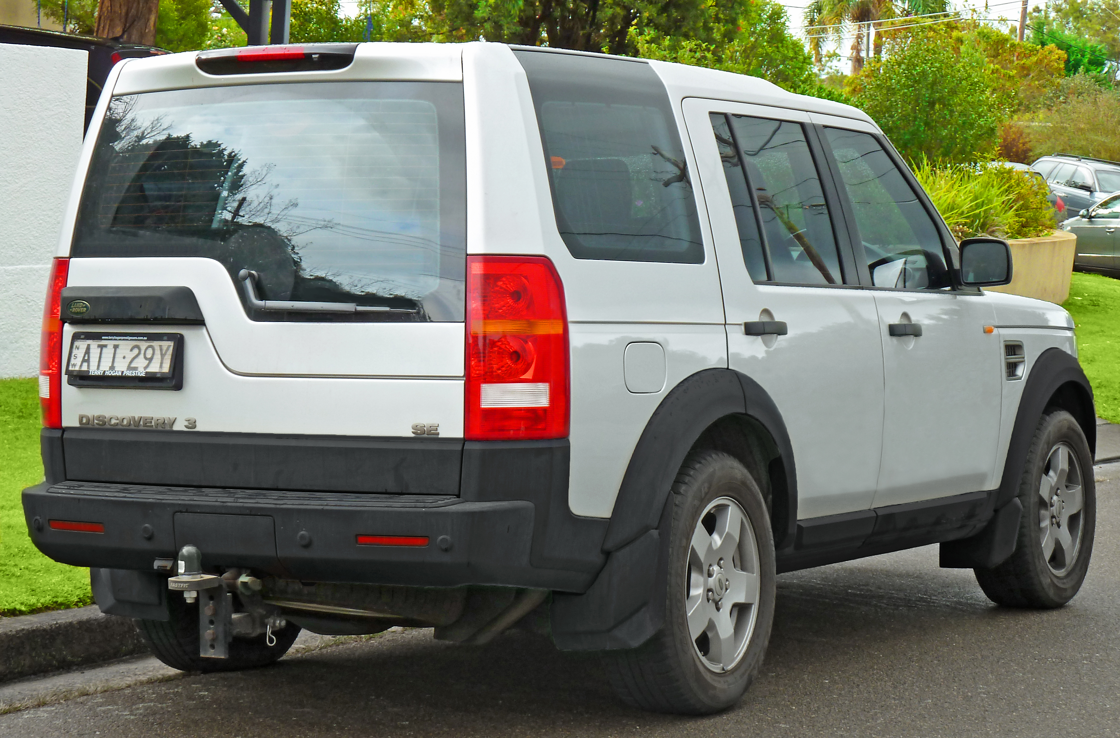 2003 land rover discovery problems with File 2005 2007 Land Rover Discovery 3 Se Wagon  2011 07 17 on Where Is The Coolant Temperature Sensor Located On Vauxhall Astra Diesel 2002 furthermore Egr Valve Location 2003 Hyundai Santa Fe likewise 2009 Ford F150 Fuel Filter Location in addition File 2005 2007 Land Rover Discovery 3 SE wagon  2011 07 17 in addition 2013 A3.