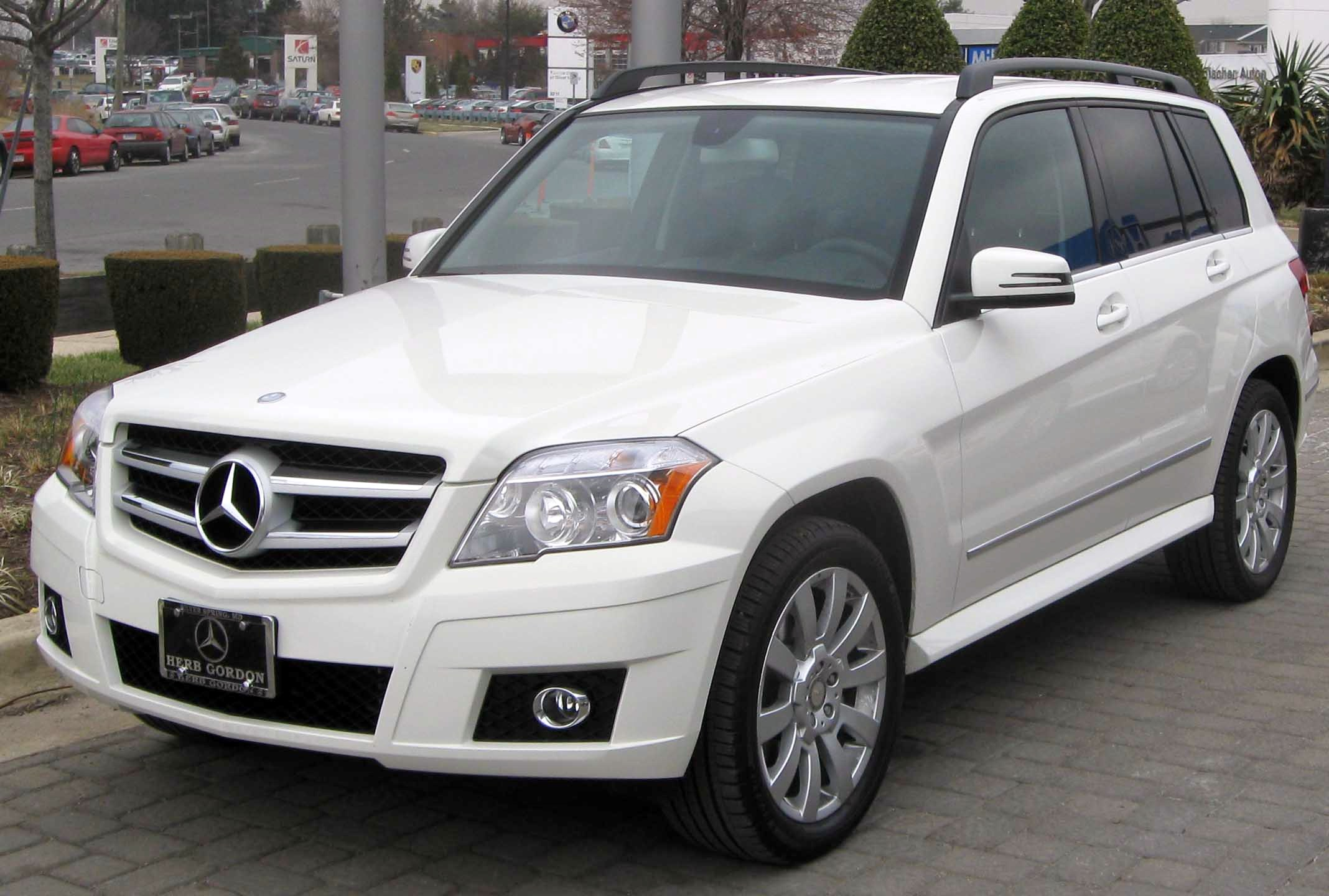 GLK350 car - Color: White  // Description: dynamic