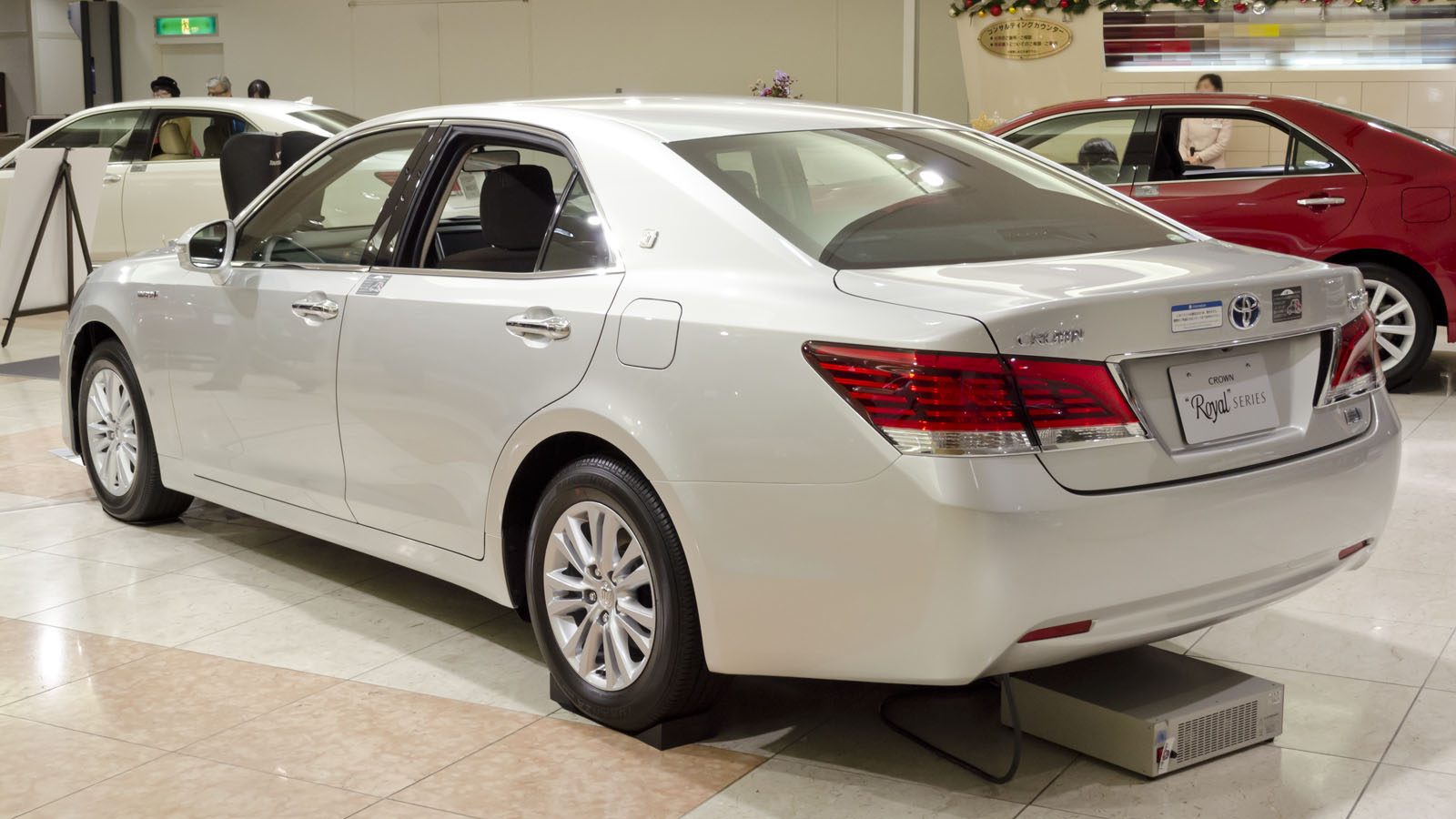 Build Your Toyota >> File:2012 Toyota Crown-Royal 02.jpg - Wikimedia Commons