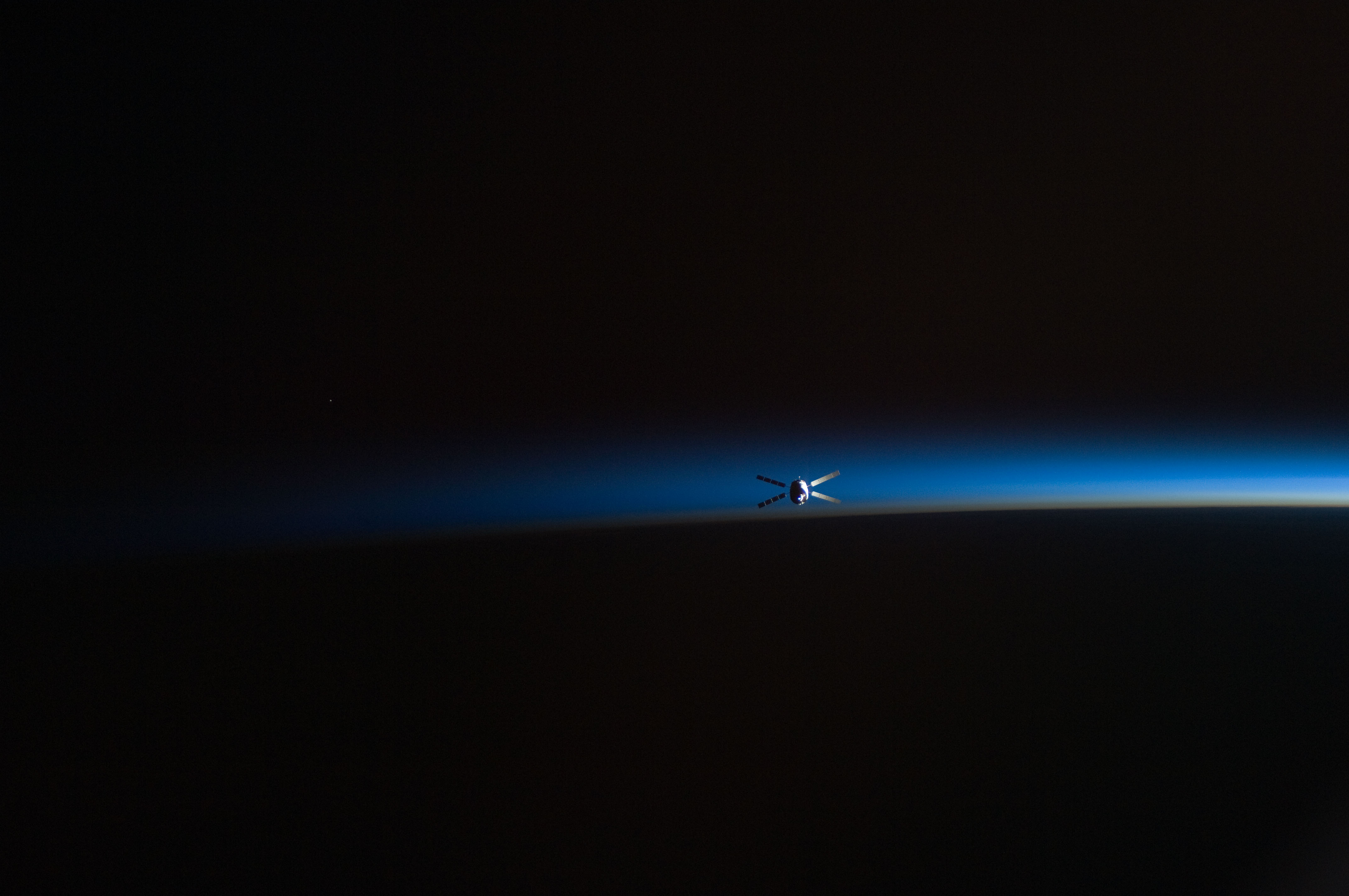 File:ATV-2 departs the ISS 4.jpg - Wikimedia Commons