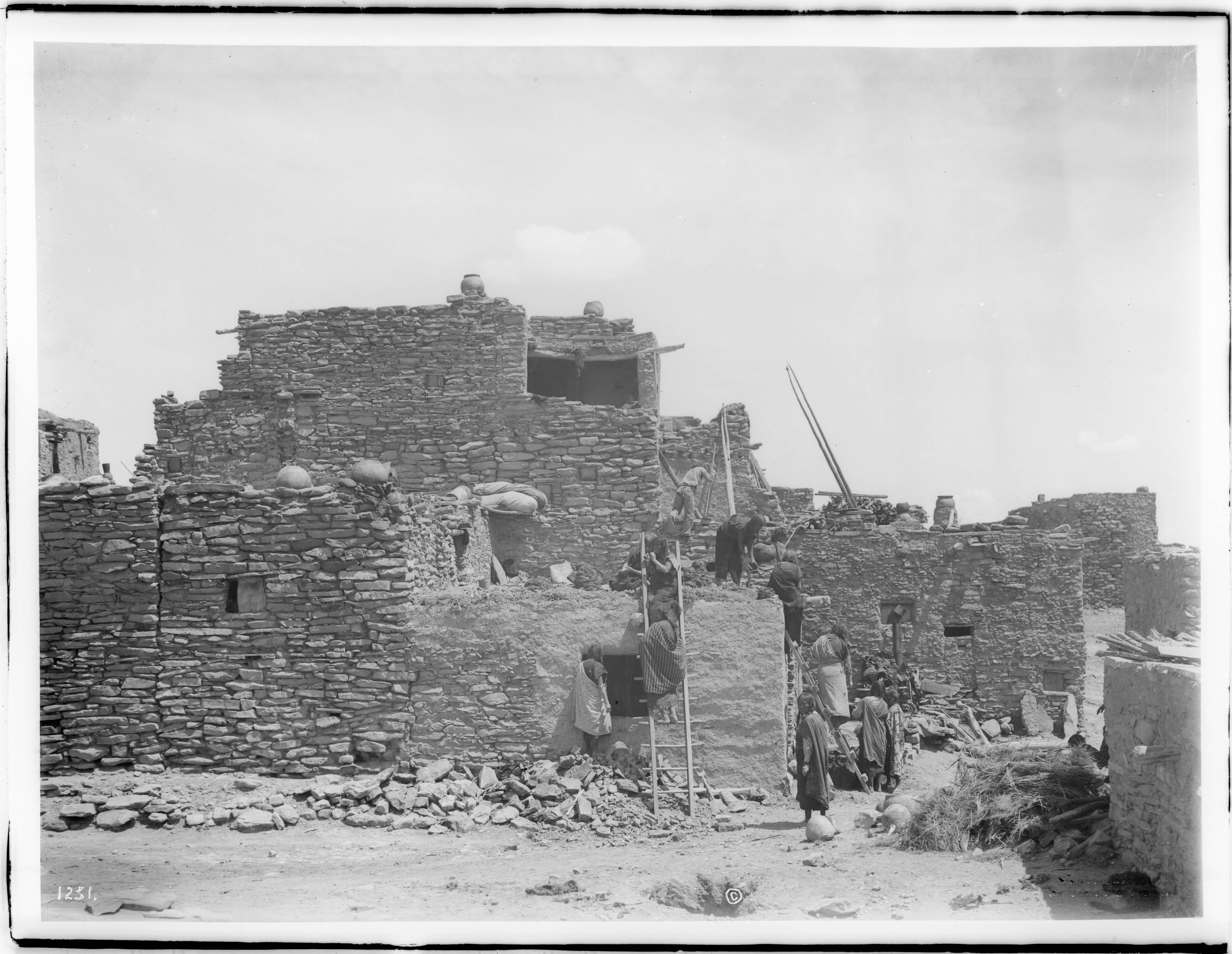 Excellent File A Group Of Hopi Indian Women Building An Adobe House In Interior Design Ideas Inesswwsoteloinfo