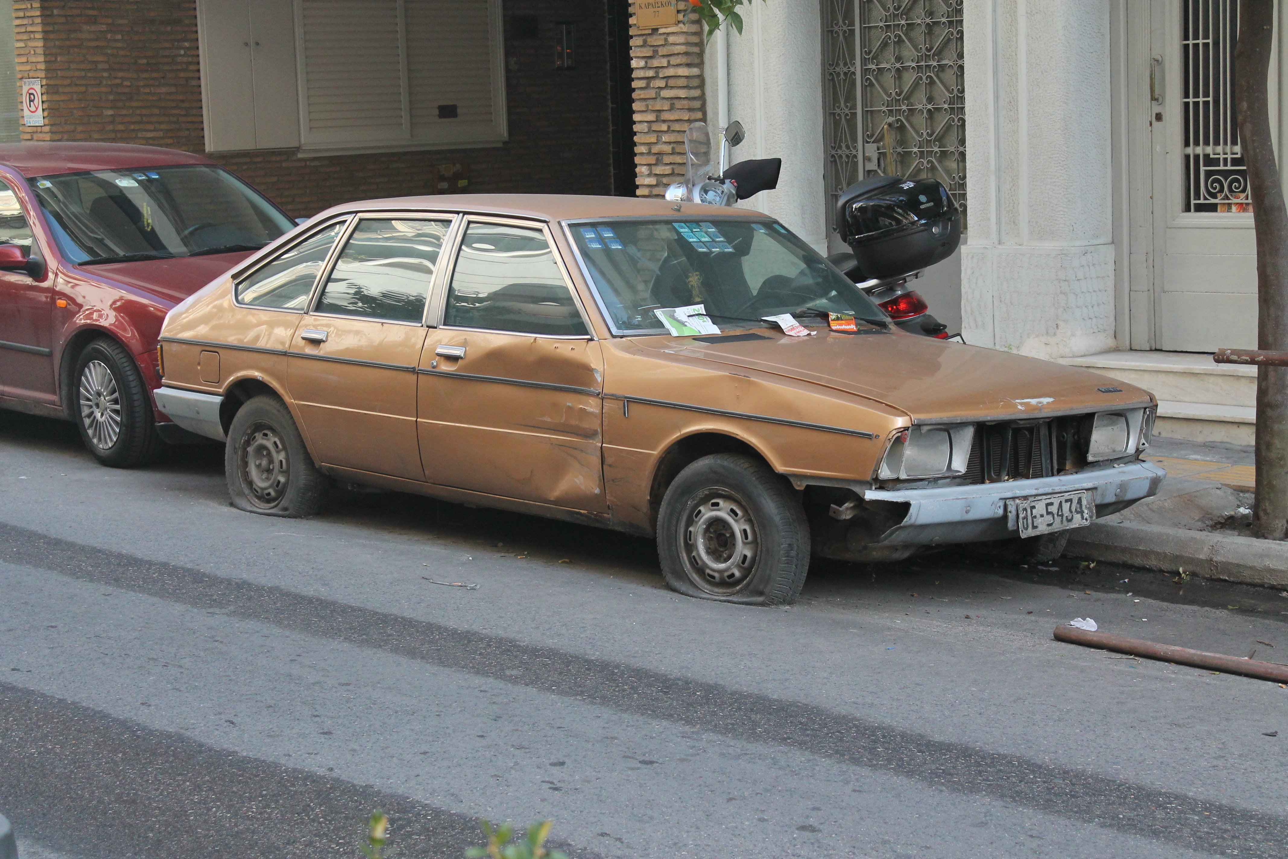 File:Abandoned Simca 1307 (Chrysler Alpine) (11571758553).jpg