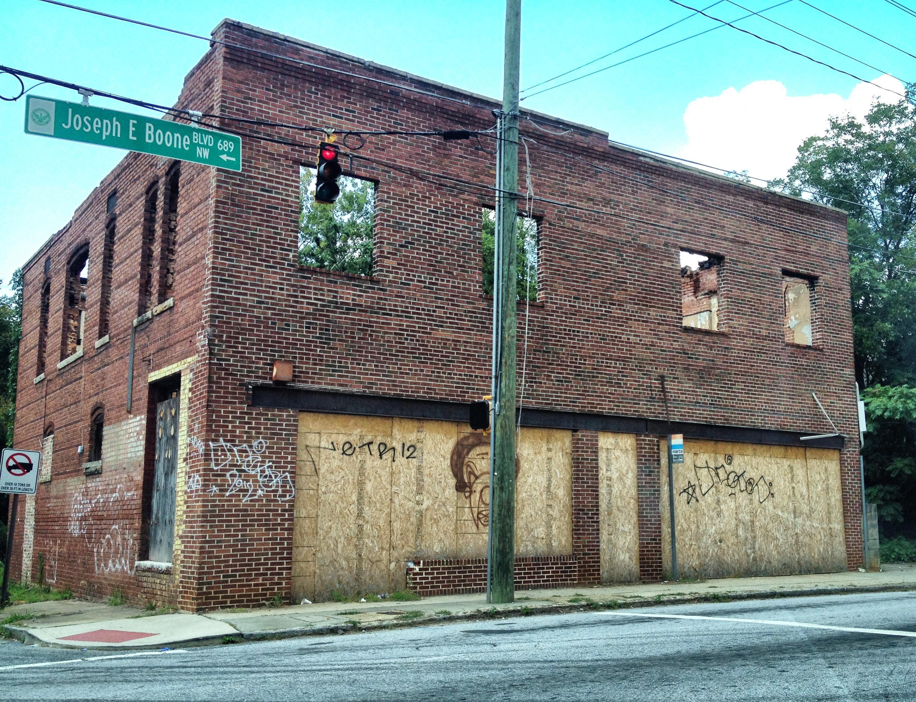 Abandoned_building,_Joseph_E._Boone_Blvd
