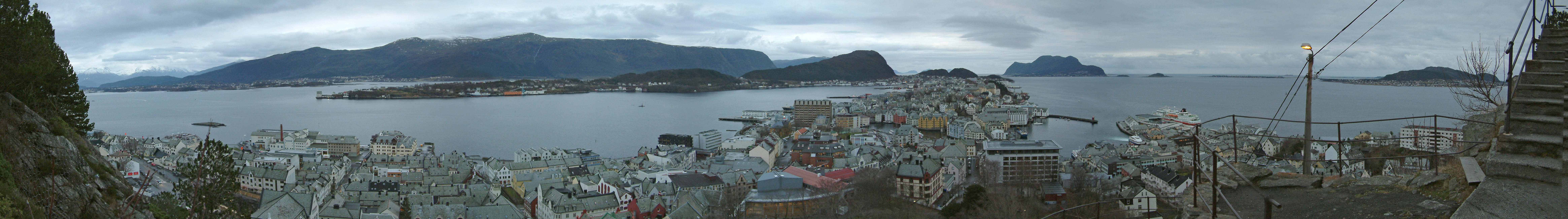 Panorama of Ålesund (Photo: Eric from Brighton)