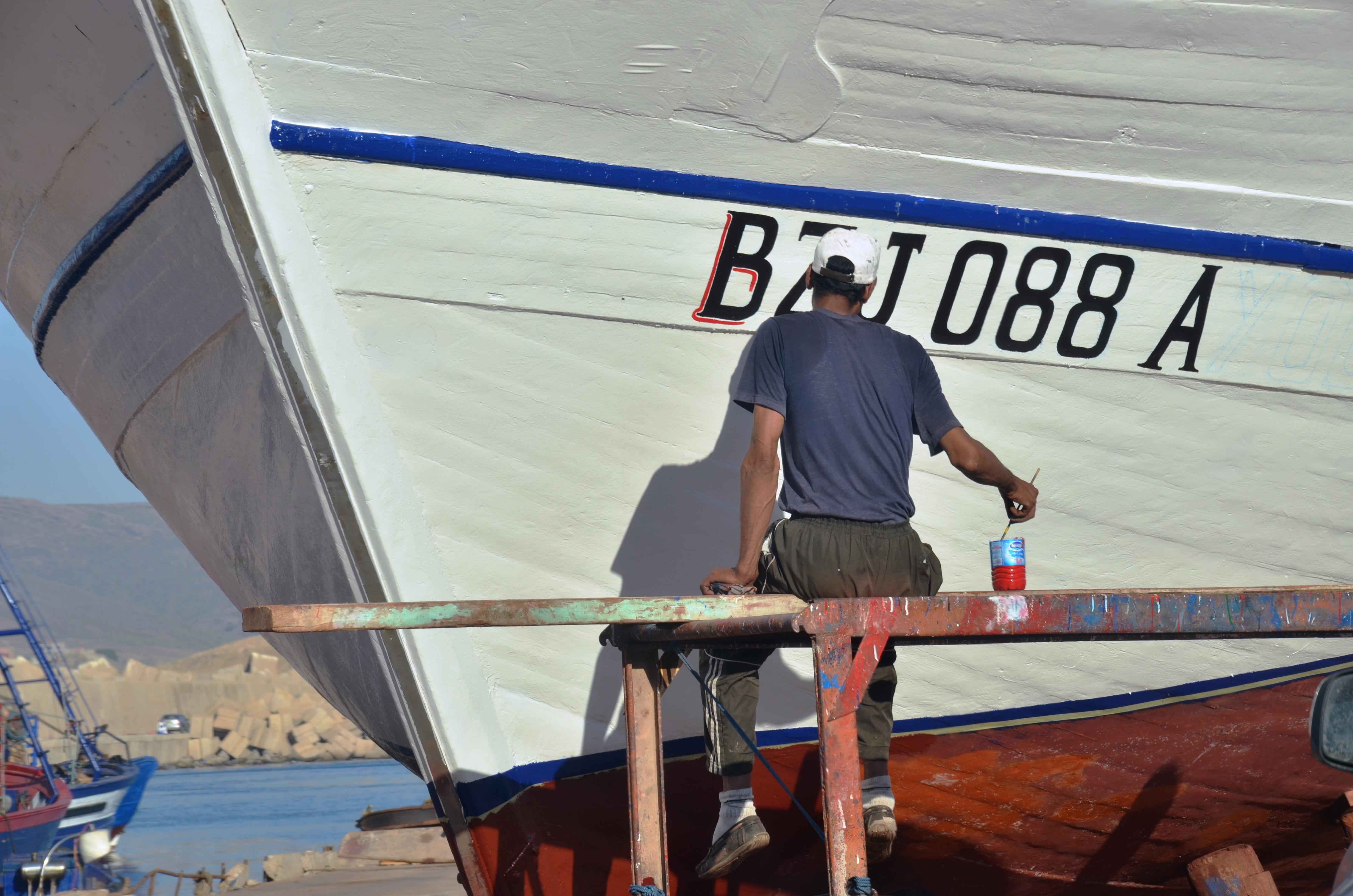 BOUZADJAR RÉNOVATION BATEAUX DE PÊCHE.jpg Français : métier passionnant de retaper les navires Date 10 October 2017, 17:18:11 Source Own work