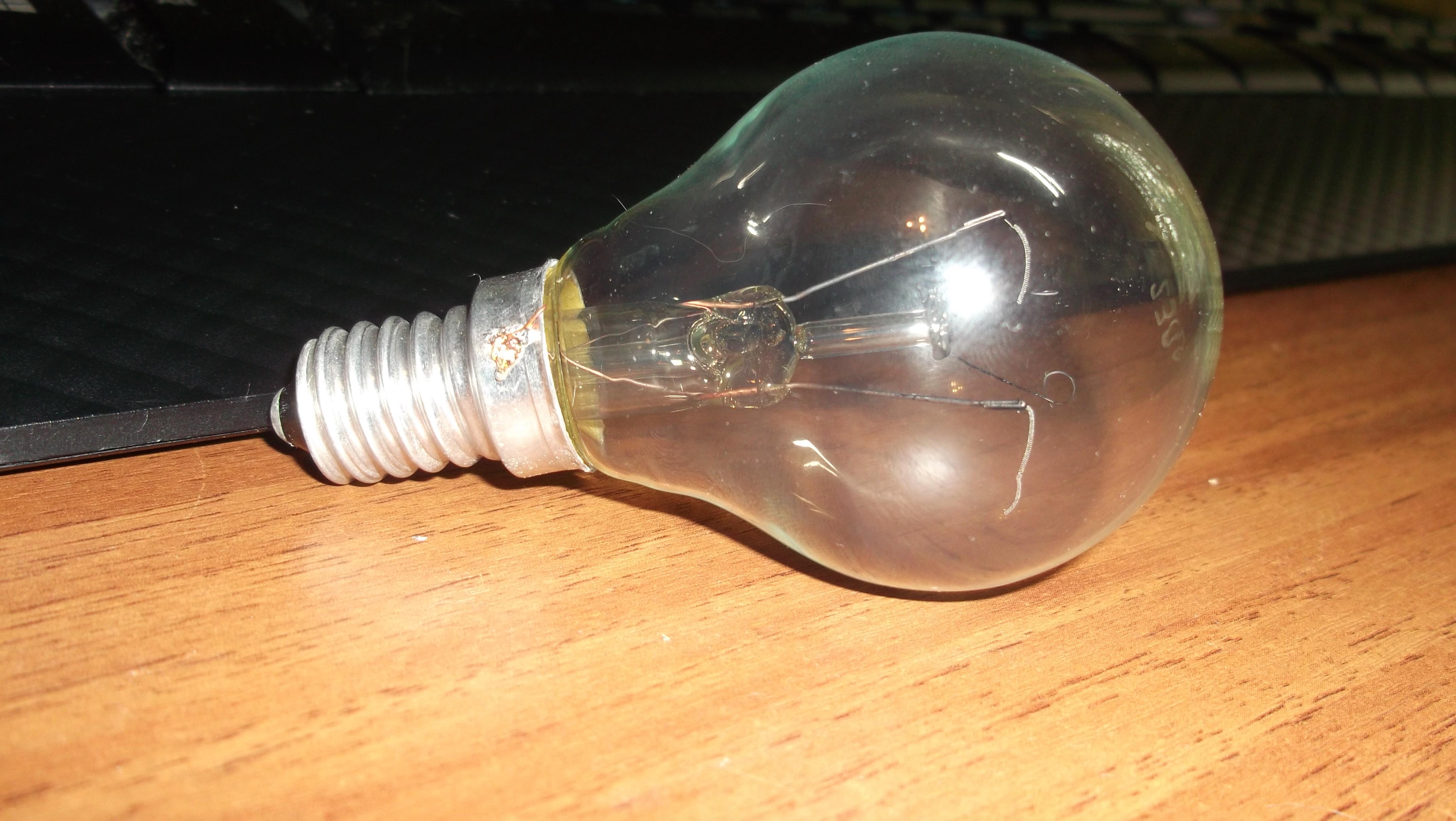 File:BROKEN LAMP FAVOR 230 40 LEFT.JPG - Wikimedia Commons