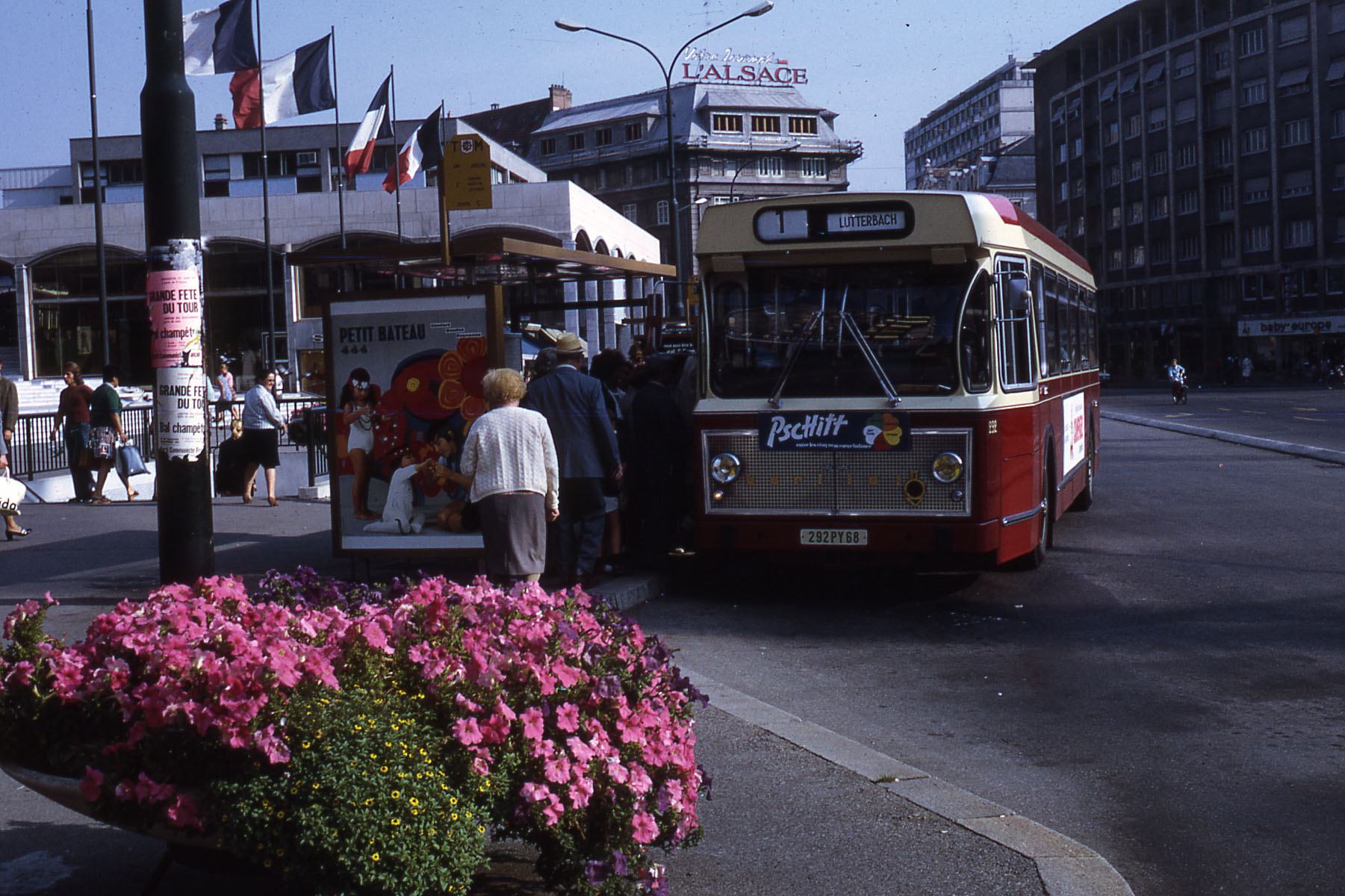 file berliet bus tcm ligne 1 1971 wikimedia commons. Black Bedroom Furniture Sets. Home Design Ideas