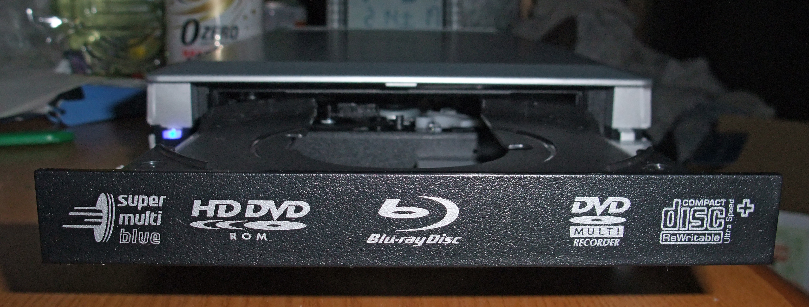 optical disc and hd dvd Hd-dvd (high definition digital versatile disk) – blue laser optical disk despite high definition digital versatile disc hd-dvd) being the original dvd forum approved successor to the dvd format, it was ultimately doomed, eventually consigned to history by the rival blu-ray disk (bd) technology.