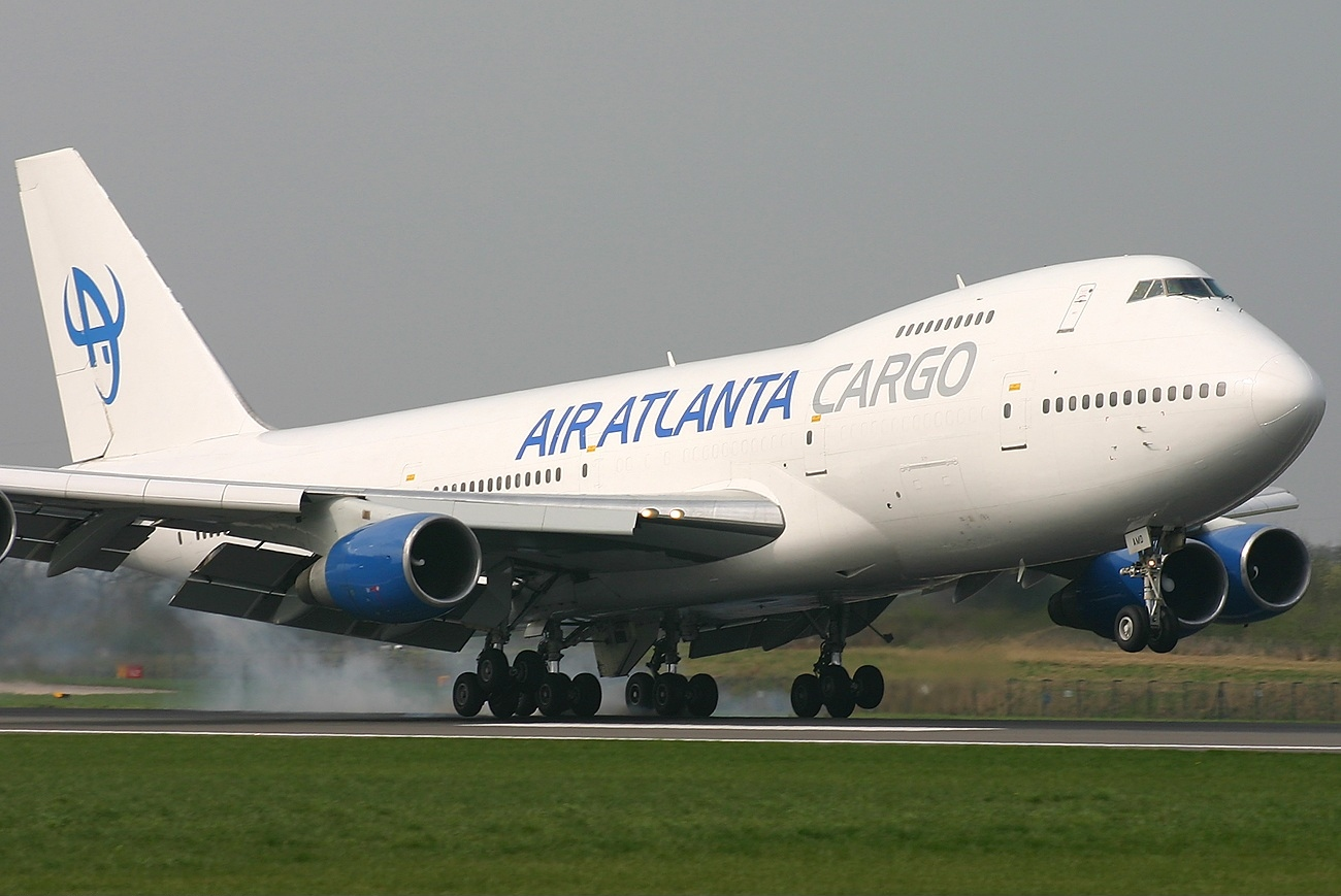 https://upload.wikimedia.org/wikipedia/commons/e/e5/Boeing_747-243B%28SF%29%2C_Air_Atlanta_Cargo_JP445698.jpg