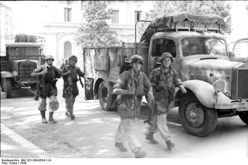 Bundesarchiv Bild 101I-304-0634-11A, Italien, Fallschirmj%C3%A4ger.jpg