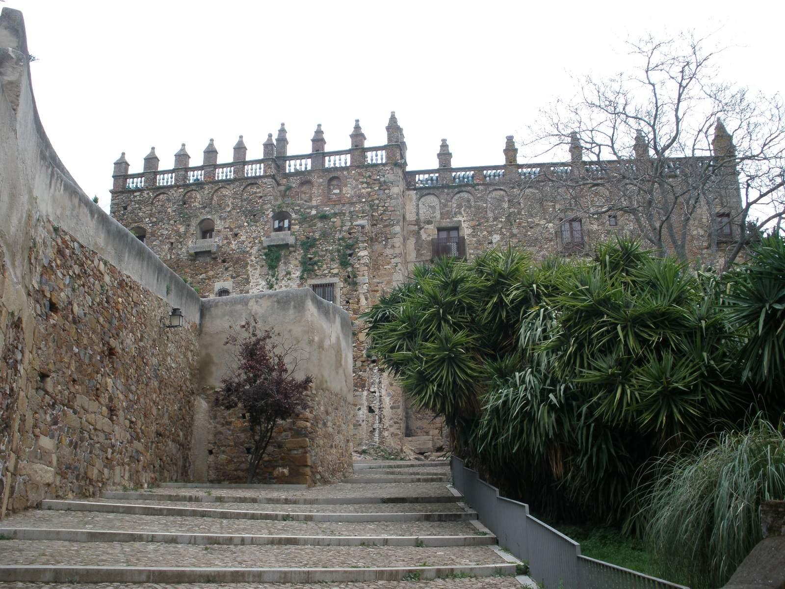 File:Cáceres - Palacio de las Veletas (Museo de Cáceres) 2.jpg - Wikimedia Co...