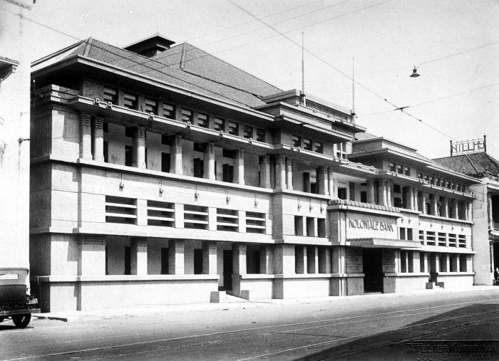 File collectie tropenmuseum kantoor van de koloniale bank soerabaja tmnr - Koloniale stijl kantoor ...