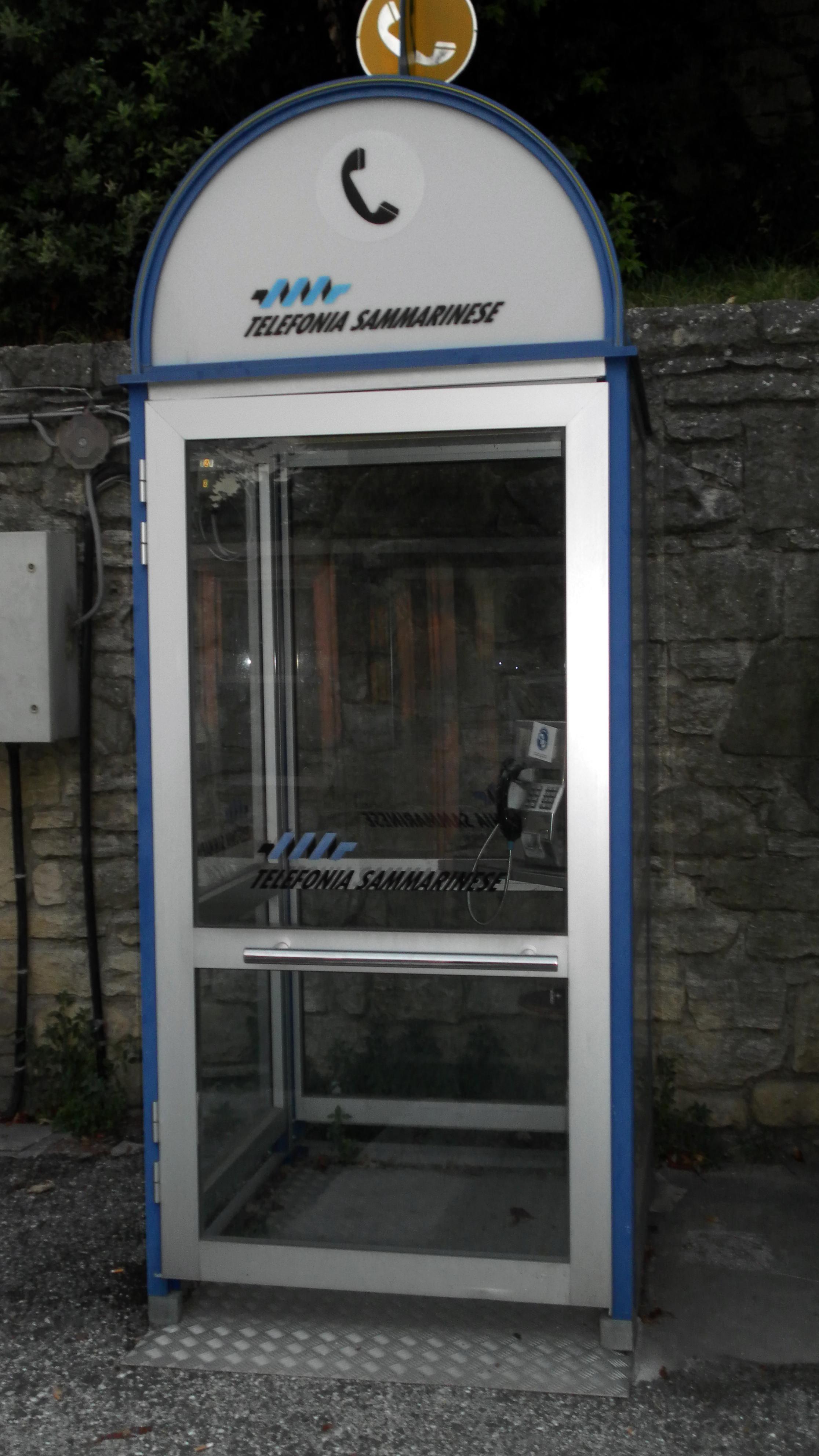file:cabina telefonica san marino.jpg - wikimedia commons - Cabina Telefonica