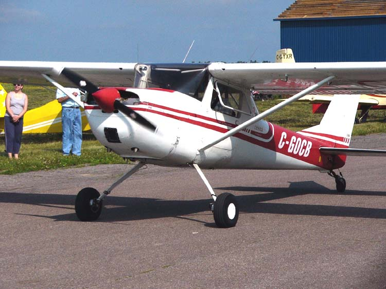 Description Cessna150taildraggerC-GOCB02.jpg