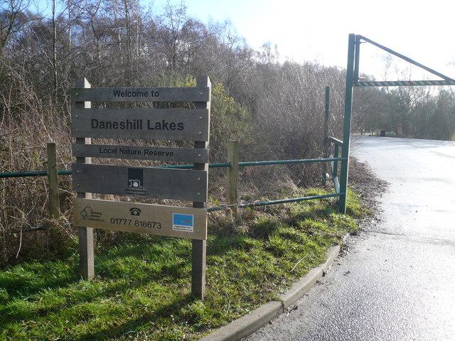 Daneshill Lakes - Car Park Entrance - geograph.org.uk - 674042
