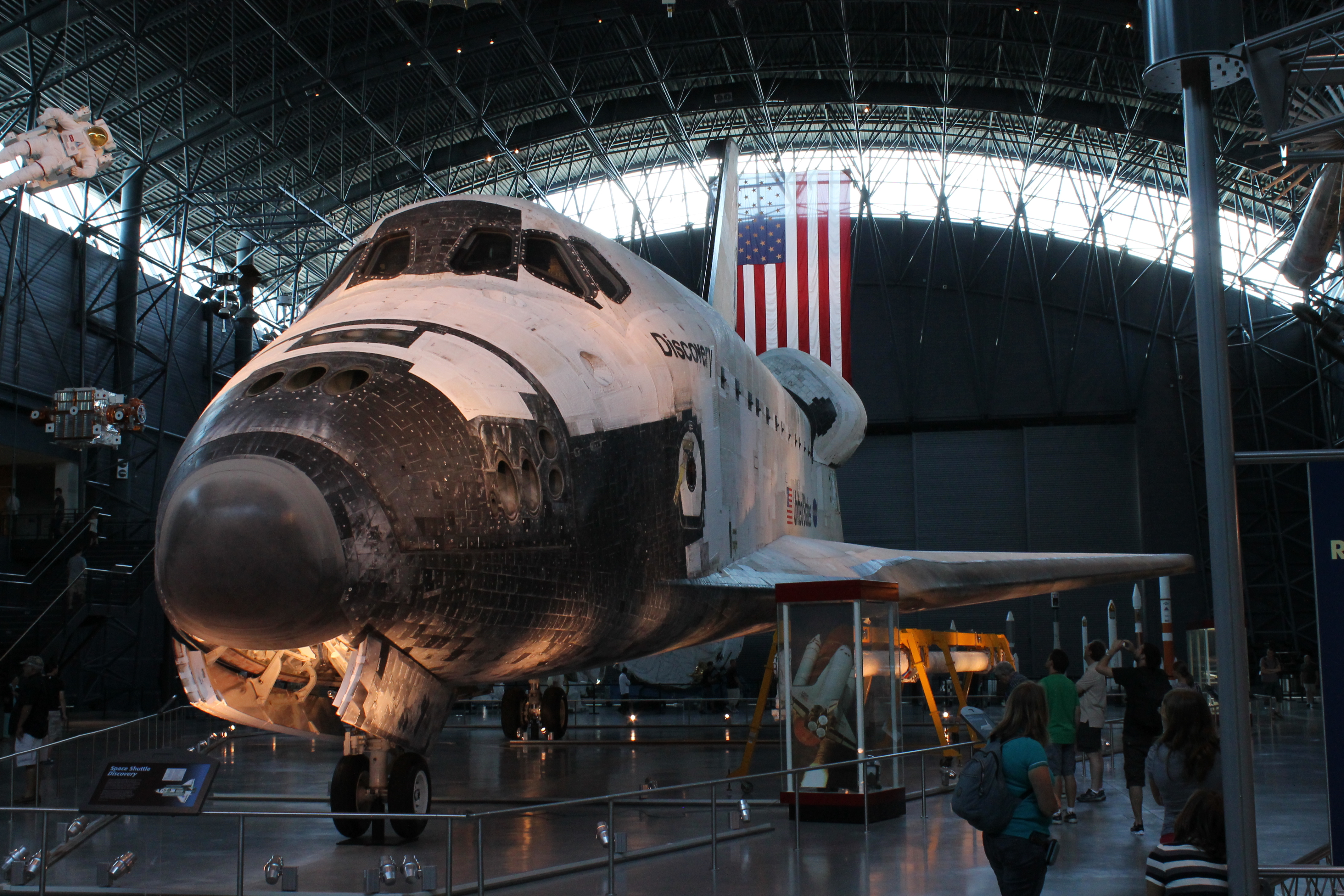 File:Discovery on display at Udvar-Hazy.JPG - Wikipedia