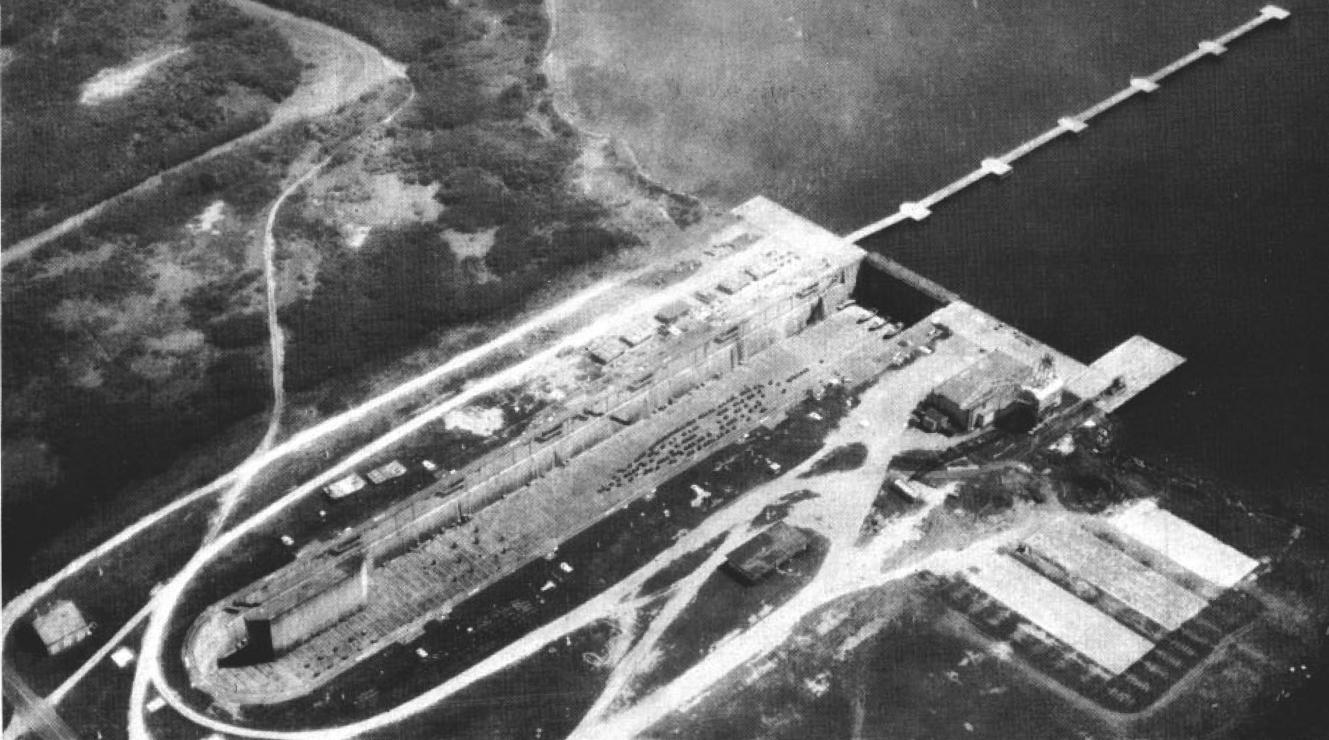 Dry_dock_at_Naval_Station_Roosevelt_Roads_PR_c1963.jpg