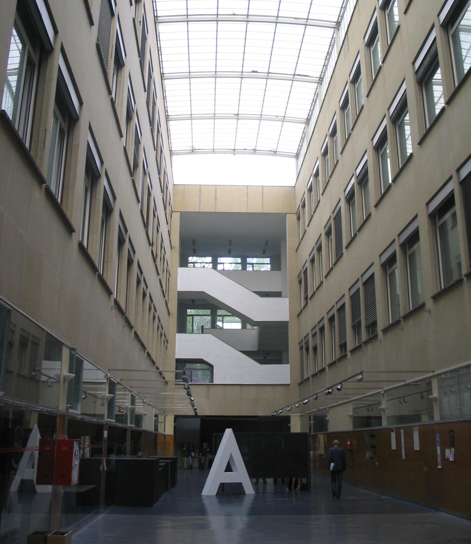 Archivo:ETSAM edificio nuevo.JPG - Wikipedia, la enciclopedia libre