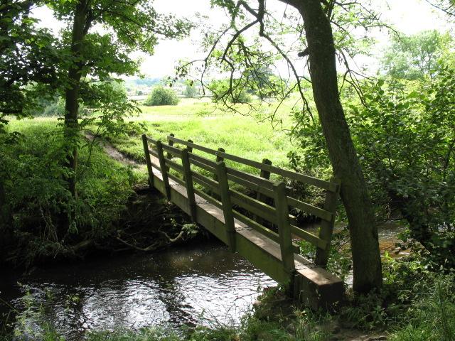 Footbridge on Nidderdale Way - geograph.org.uk - 471820