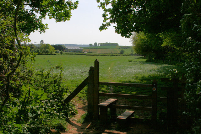 File:Footpath to Cotlake Hill - geograph.org.uk - 1298323.jpg