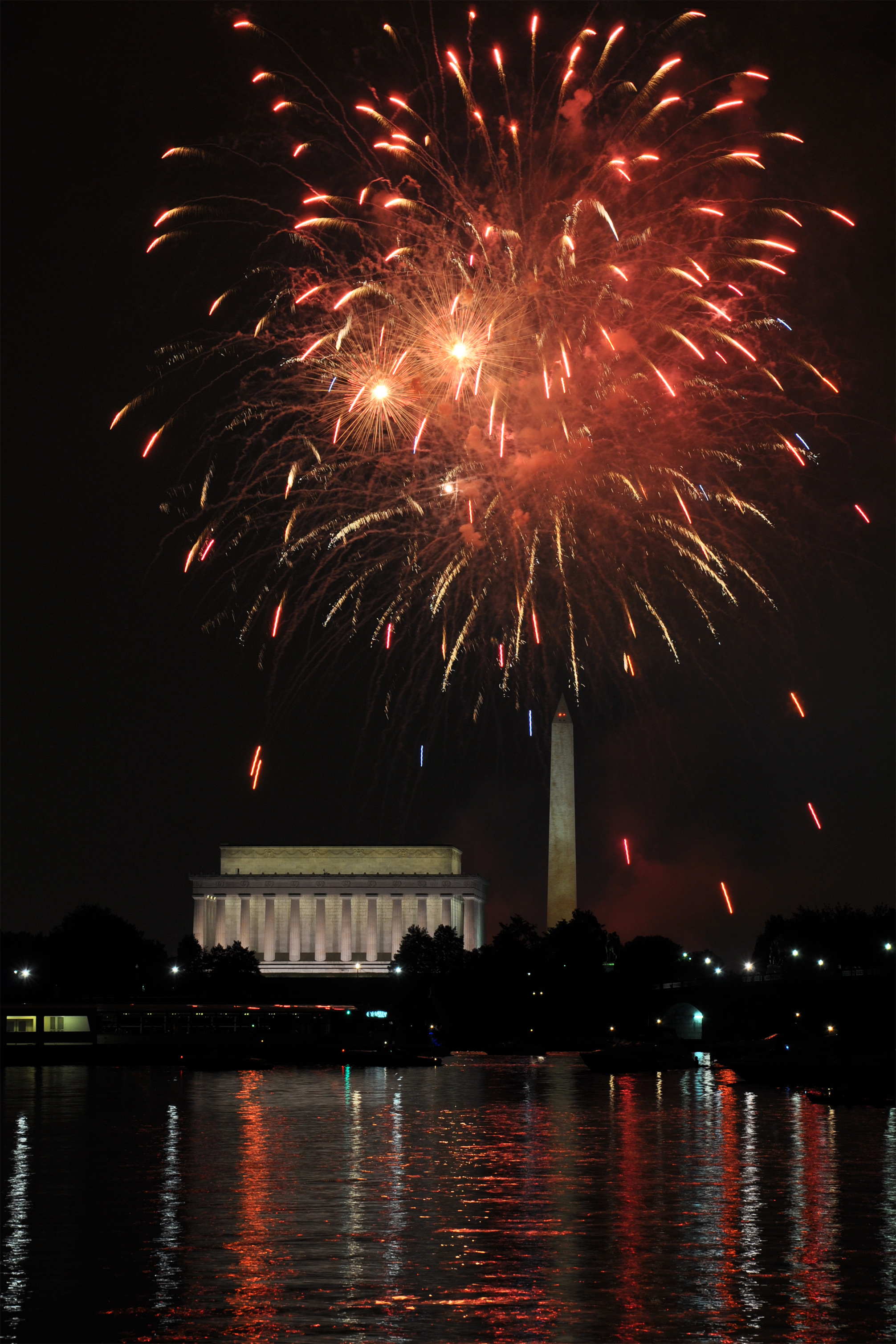 Fireworks over the Lincoln Memorial and Washington Monument