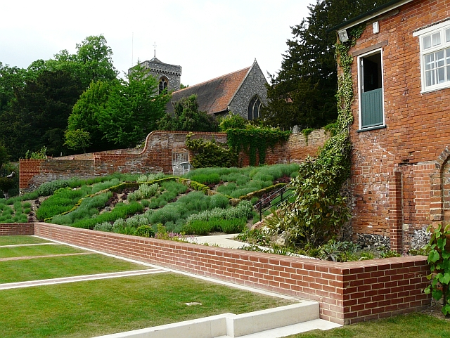 Gallery Garden and St. Peter's Church - geograph.org.uk - 1936293