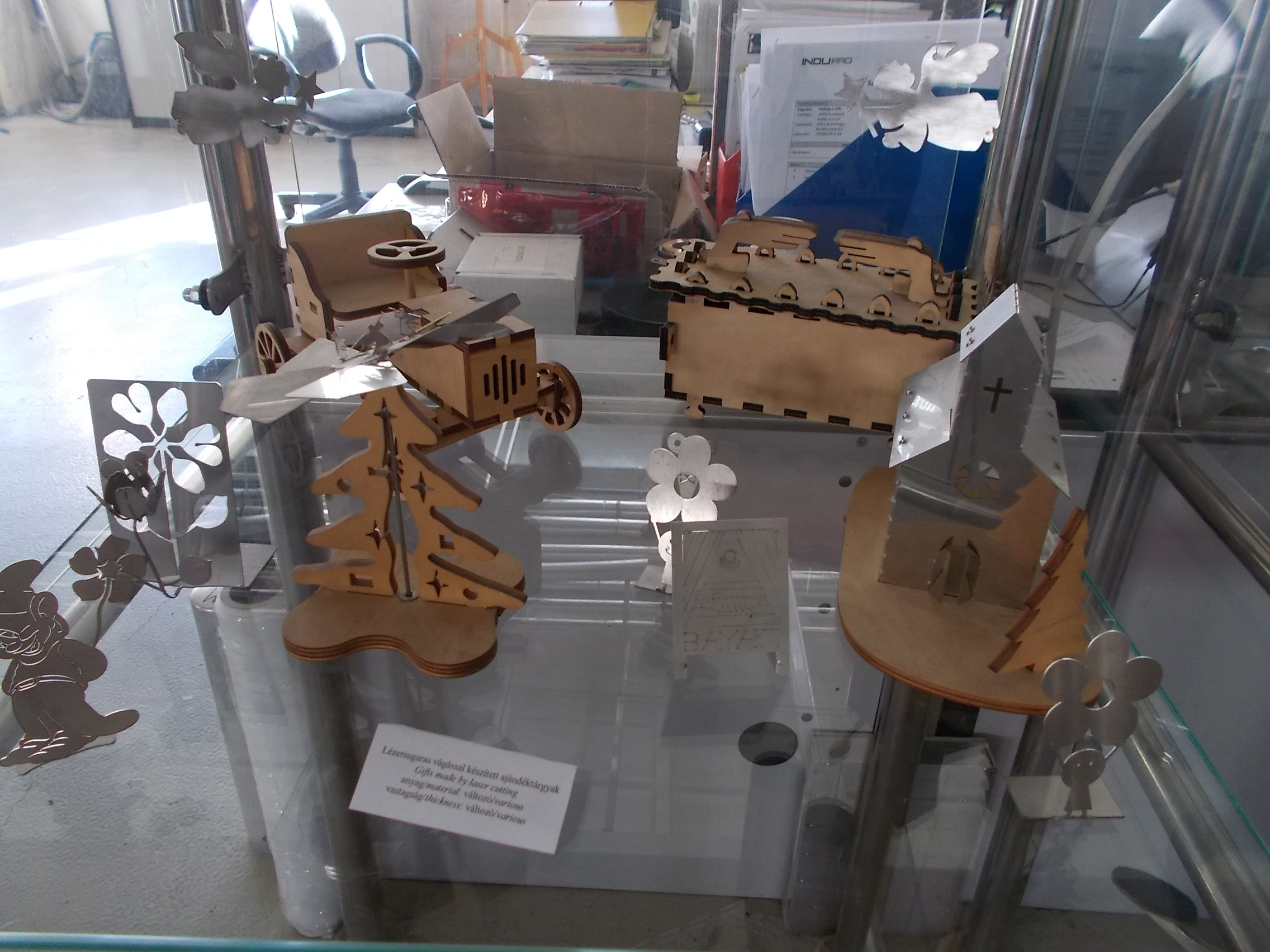 File:Gifts made by laser cutting, Laser Technology Lab, Bay Zoltan Applied  Research