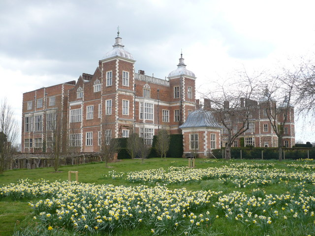 File:Hatfield House - geograph.org.uk - 760240.jpg