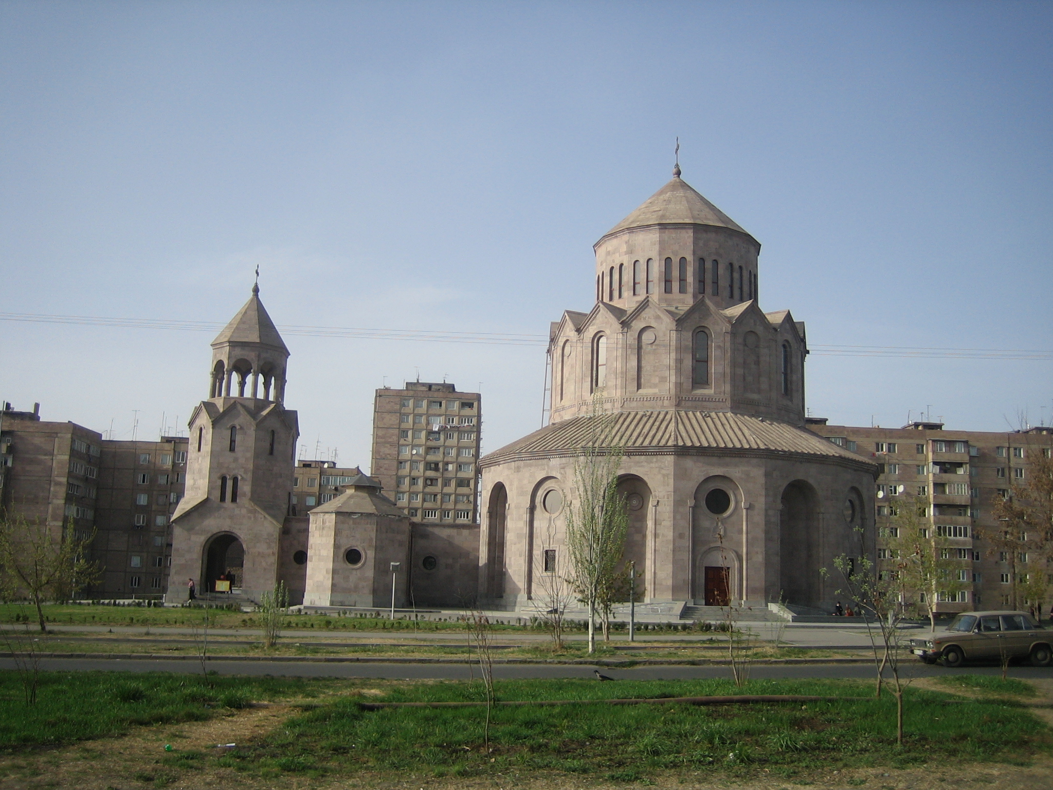 File:HOLY TRINITY CHURCH, Malatia-Sebastia, Yerevan, Armenia.jpg ...