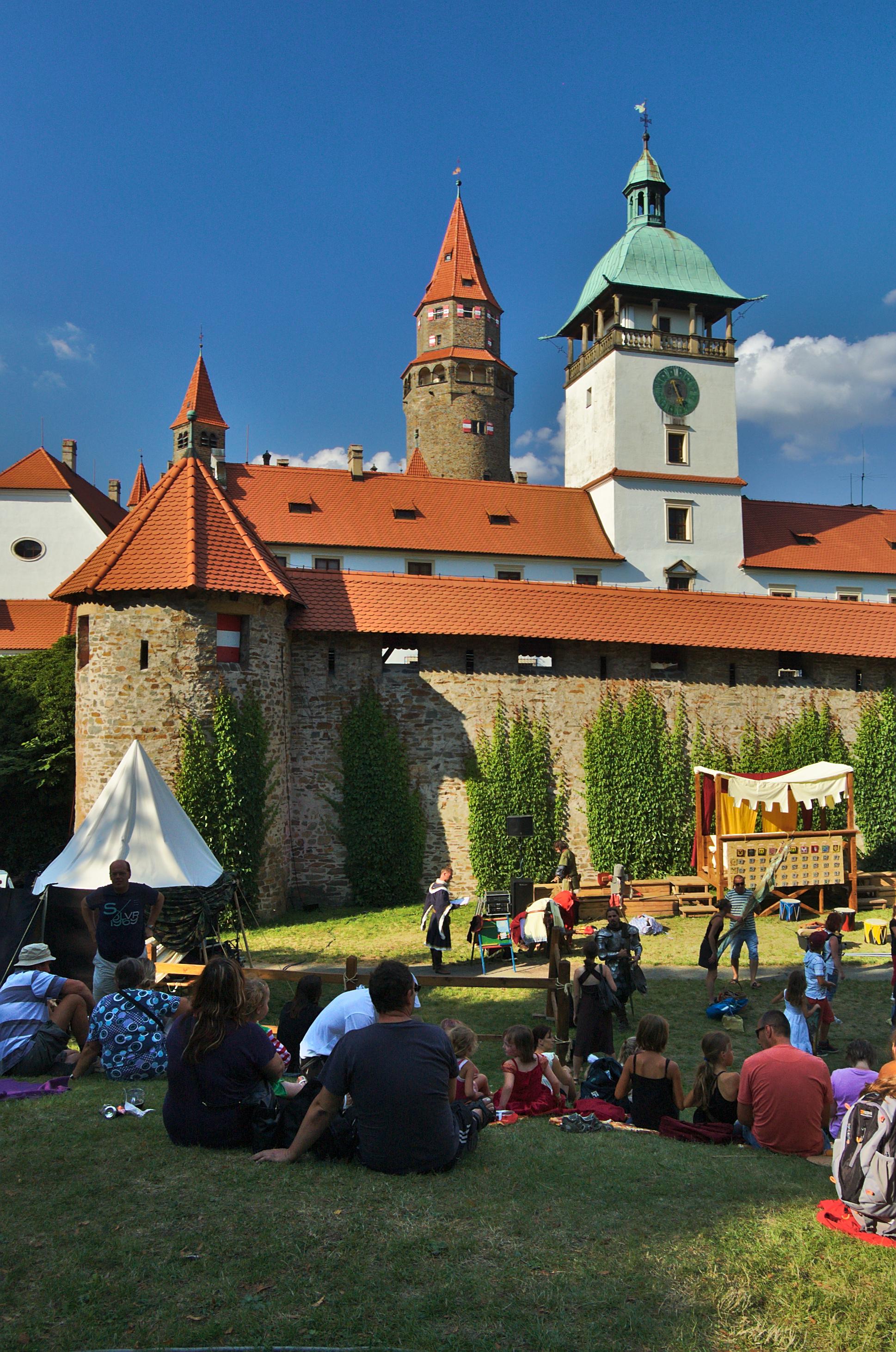 Výsledek obrázku pro hrad bouzov wikipedia
