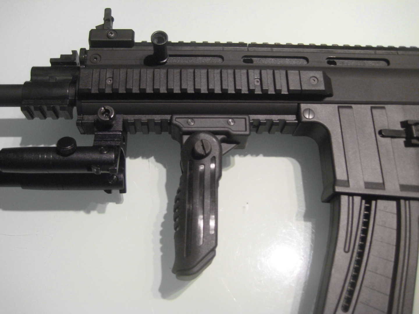 Vertical forward grip - Wikipedia